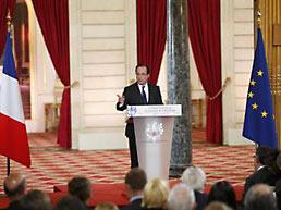Президент Франции Франсуа Олланд подписал закон о легализации однополых «браков»