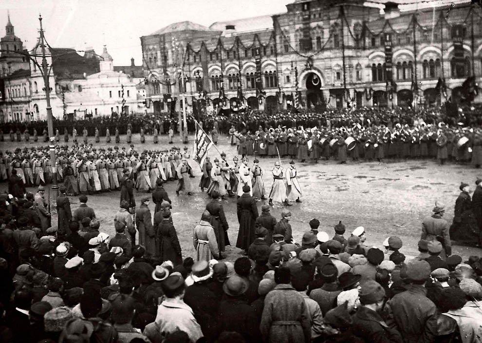 Торжественный праздник на Красной площади в Москве. Россия, 1923.