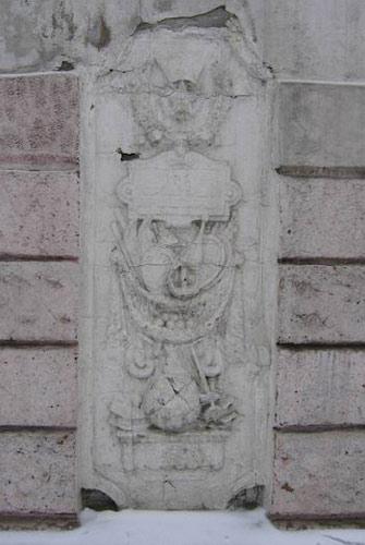 Памятник и его фрагменты.
