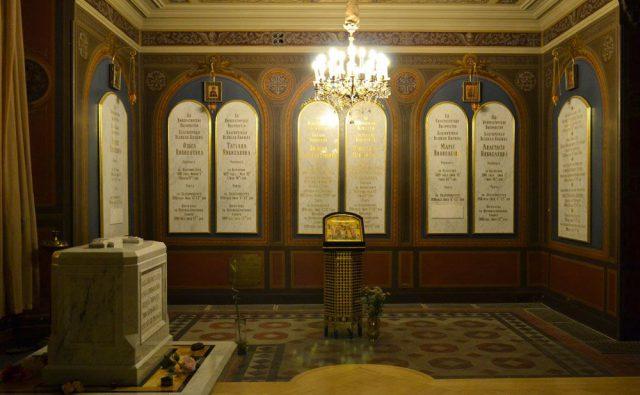 Надгробие над Святыми Мощами Царя и Царственных Мучеников в Петропавловском соборе в Санкт – Петербурге
